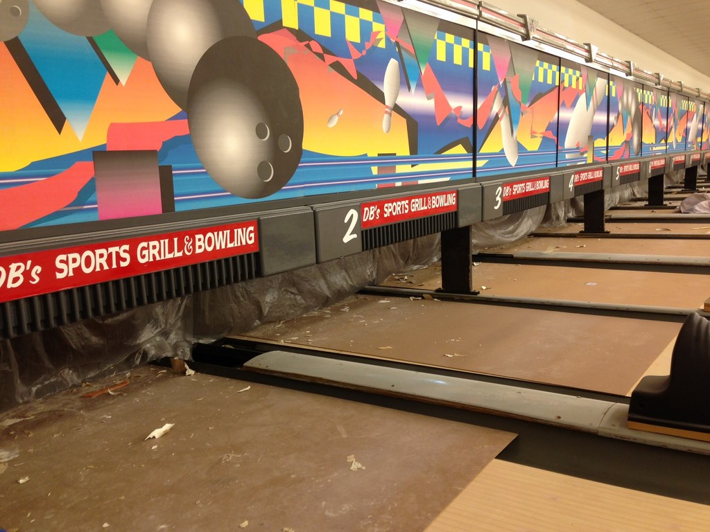 Bowling Alley Construction : Post construction cleaning service at sports grill