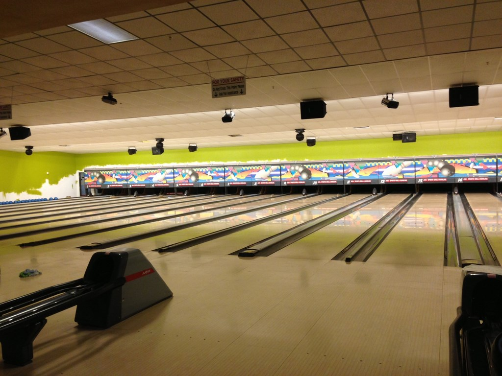 Bowling Alley Construction : Post construction cleaning service at sports gril and
